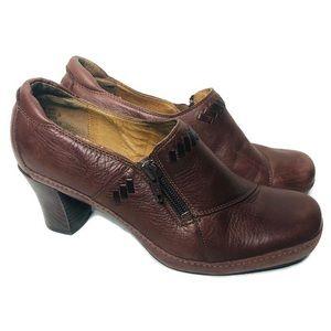 Clarks Artisan ankle booties zip heels brown 7
